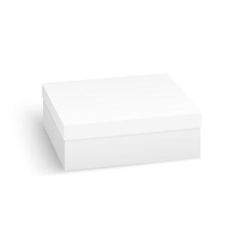 白い背景上に分離されて現実的な白い空白のボックス。白い製品段ボールの梱包箱。