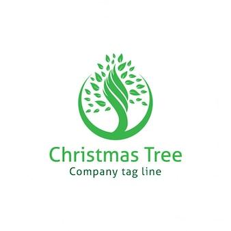 緑のクリスマスツリーとロゴ