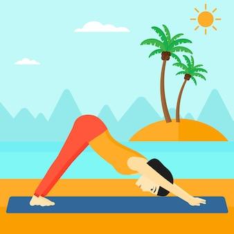 Женщина практикующих йогу.