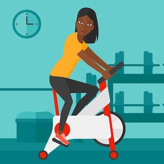 サイクリング運動をしている女性