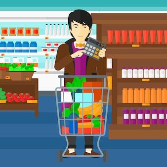 スーパーで電卓を頼りに男