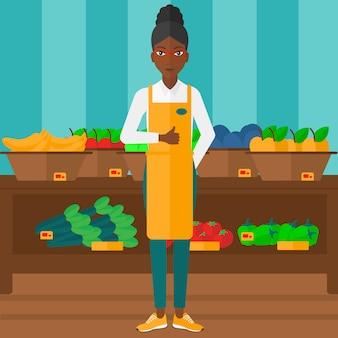 Дружелюбный работник супермаркета