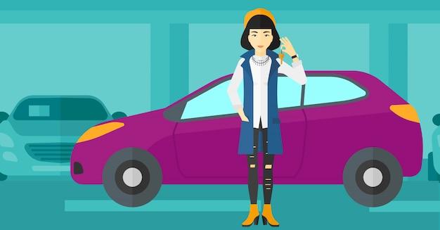 新しい車からキーを保持している女性