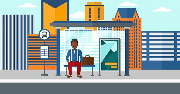 Человек ждет автобус