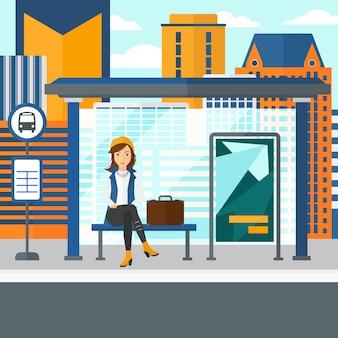 バスを待っている女性。