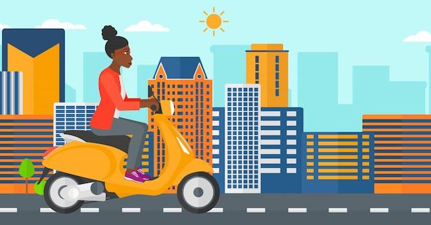 Женщина верхом на скутере.
