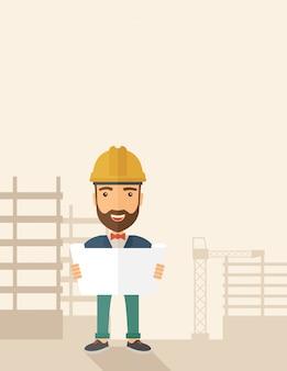 Строительный рабочий держит план.