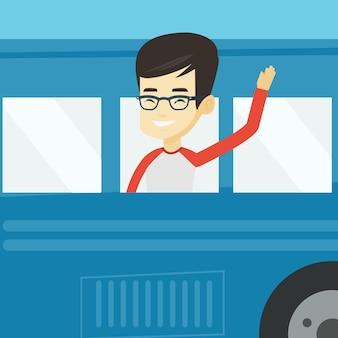 バスの窓から手を振っている人。