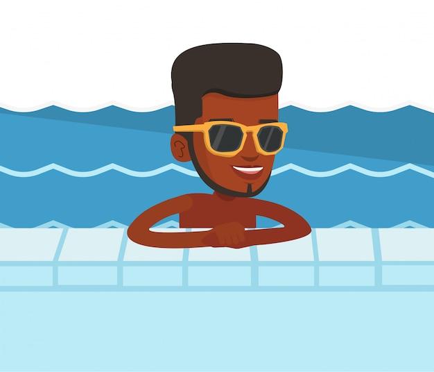 スイミングプールで笑顔の若い男。
