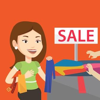 販売店で服を選ぶ若い女性。