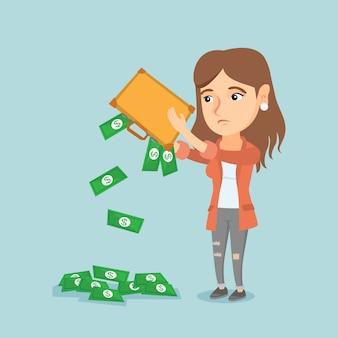 Без гроша женщина вытряхивает деньги из портфеля.