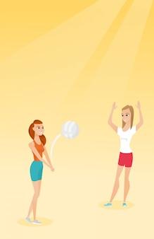Две кавказские женщины играют в пляжный волейбол