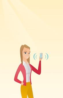 鳴っている携帯電話を保持している若い白人女性