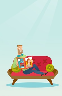 ソファで雑誌を読んでいる人。
