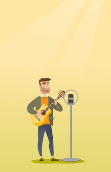 男はマイクに向かって歌います。