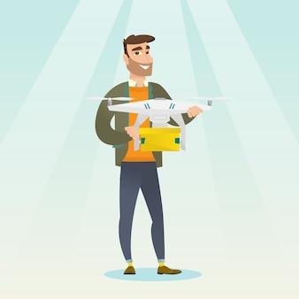 Человек, контролирующий доставку беспилотный с почтовым пакетом