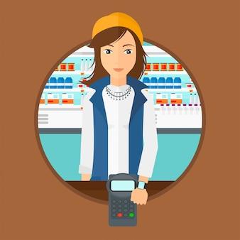 スマートな腕時計と無線を払っている女性。