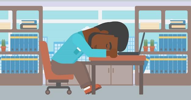 職場で寝ている実業家。