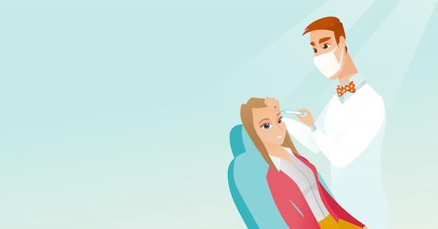 サロンで美容顔注射を受ける女性。