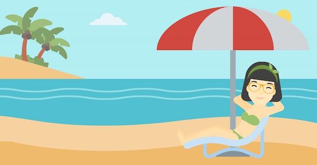 女性のビーチチェアでリラックス