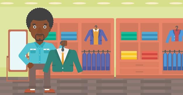 衣料品店でスーツのジャケットを抱きかかえた。