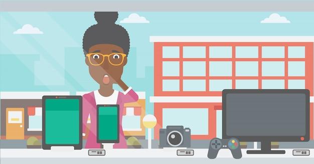 デジタルタブレットとスマートフォンを見ている女性。