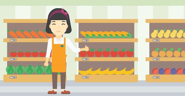 Дружелюбный работник супермаркета.