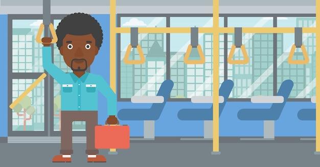公共交通機関で旅行する人。