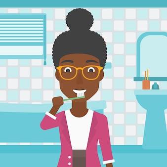Женщина чистит зубы.