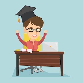 ノートパソコンと卒業証書とテーブルに座っている女の子。