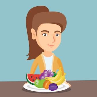 新鮮な果物を持つ若い白人女性。