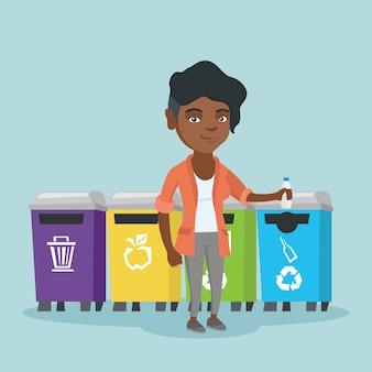 Молодая африканская женщина, выбрасывая пластиковую бутылку.