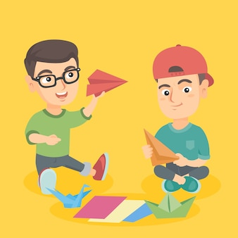 紙から折り紙のおもちゃを作る白人の子供たち。