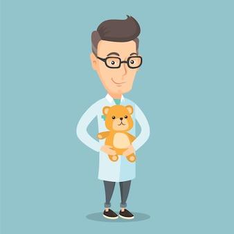 テディベアを保持している小児科医の医師。
