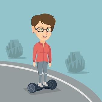 自己バランス電動スクーターに乗っている女性。