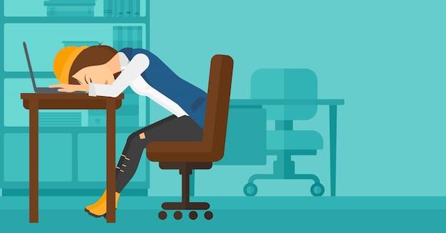 職場で寝ている女性。