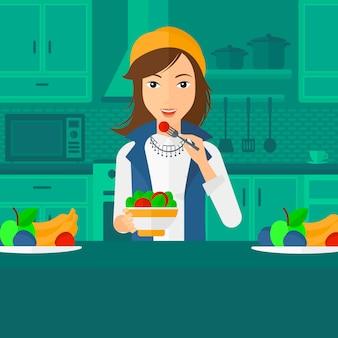 サラダを食べる女性。