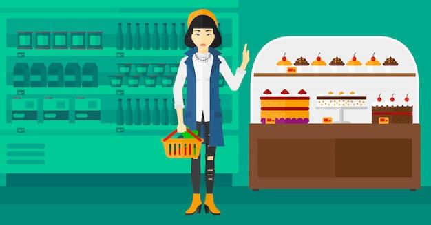 Женщина, держащая супермаркет корзина.