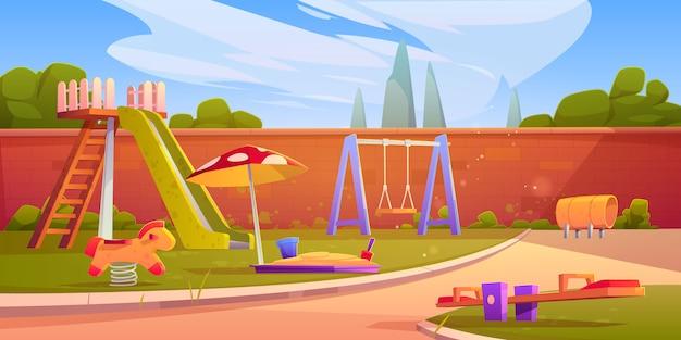 Детская площадка в летнем парке или детском саду