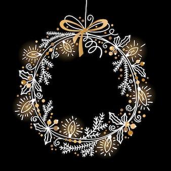 モミの枝、ヒイラギ、ガーランドライトのクリスマスお祝いリース