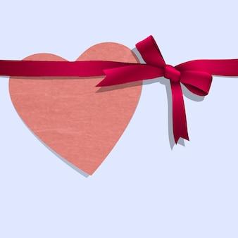 Бумажное сердце с лентой