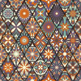 Этнические цветочные бесшовные модели с элементами старинных мандалы.