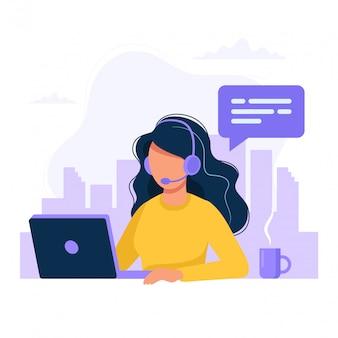 ヘッドフォンとマイクのコンピューターを持つ女性