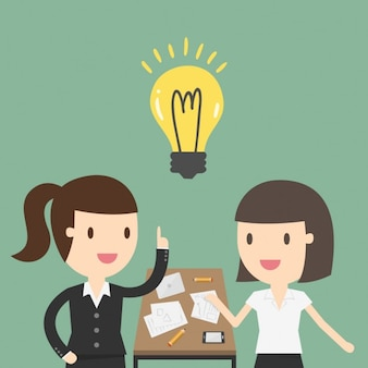 Два деловых женщин, работающих в офисе