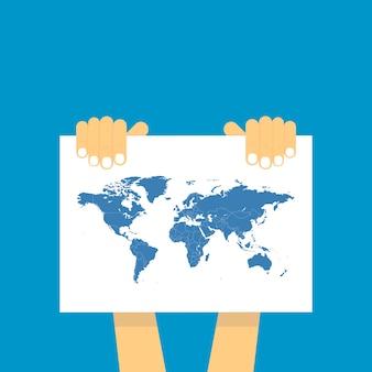 両手は、世界の青い地図が描かれているテーブルを持っています。
