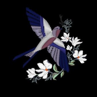 美しいツバメの鳥の刺繍。ファッションテキスタイルとファブリックの刺繍。