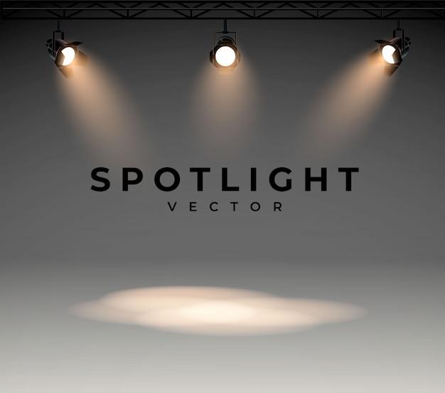 ステージを照らす明るい白色光のスポットライト。