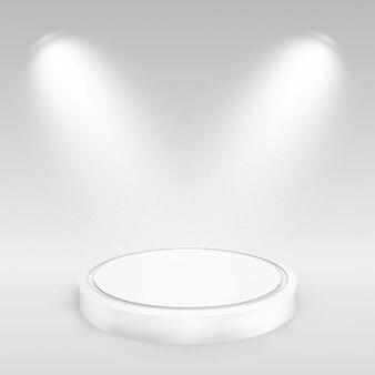 スポットライトで照らされた空白の丸い表彰台。