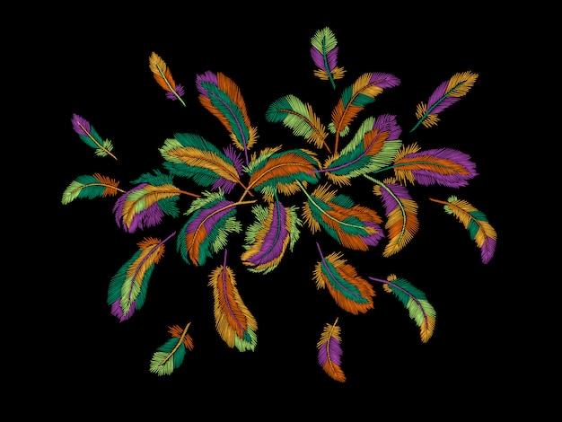 カラフルな羽の刺繍ラウンドアレンジメント、自由奔放に生きる部族の服インドの鳥