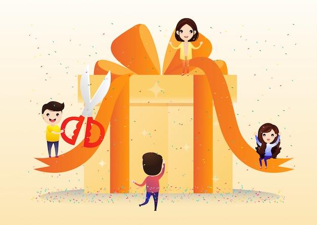 Счастливые улыбающиеся люди несут большую подарочную коробку